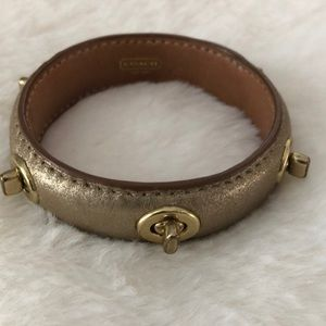 Coach turn lock bangle
